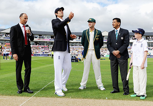 England captain Alastair Cook tosses the coin alongside Australia captain Michael Clarke on Day 1 of 4th Ashes Test on Friday