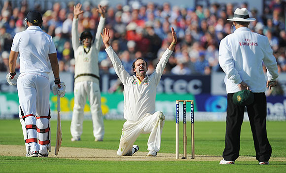 Nathan Lyon appeals successfully for the wicket of Jonny Bairstow