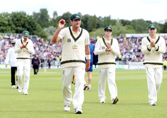 Ryan Harris salutes the crowd as he leaves the ground at the end of England's second innings