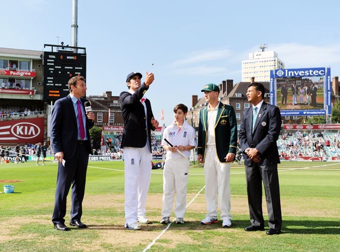 England captain Alastair Cook tosses the coin, watched by Australia captain Michael Clarke ahead of the fifth Ashes Test
