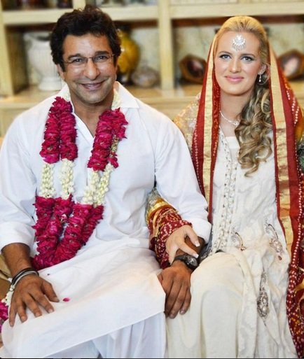 Wasim Akram's new wife learning Urdu