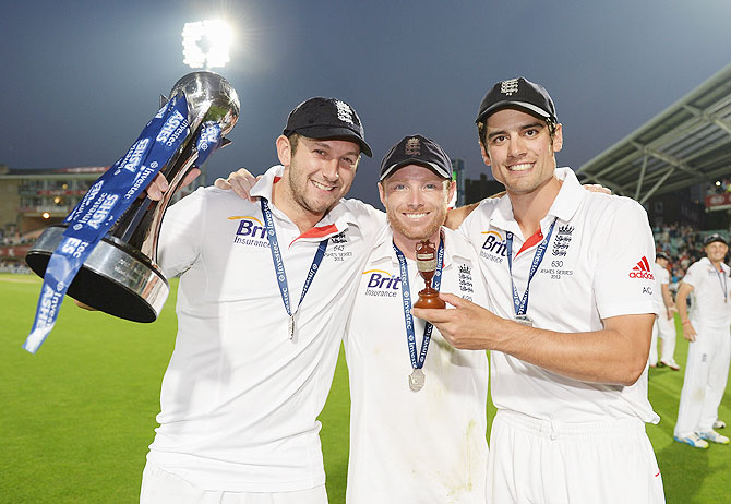 Tim Bresnan, Ian Bell and Alastair Cook of England pose with the urn after winning the Ashes on Sunday