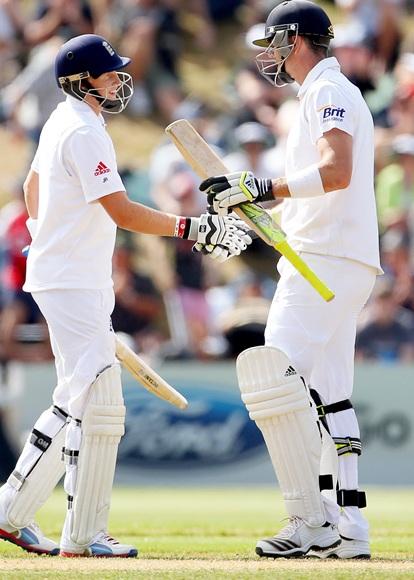 Joe Root (left) and Kevin Pietersen