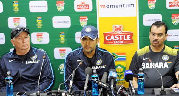 Coach of the Indian cricket team Duncan Fletcher, captain MS Dhoni and team manager Chetan Desai address a press conference on arrival in Johannesburg on Monday