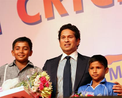 Sachin Tendulkar (centre) with Prithvi Shaw (left) and Musheer Khan