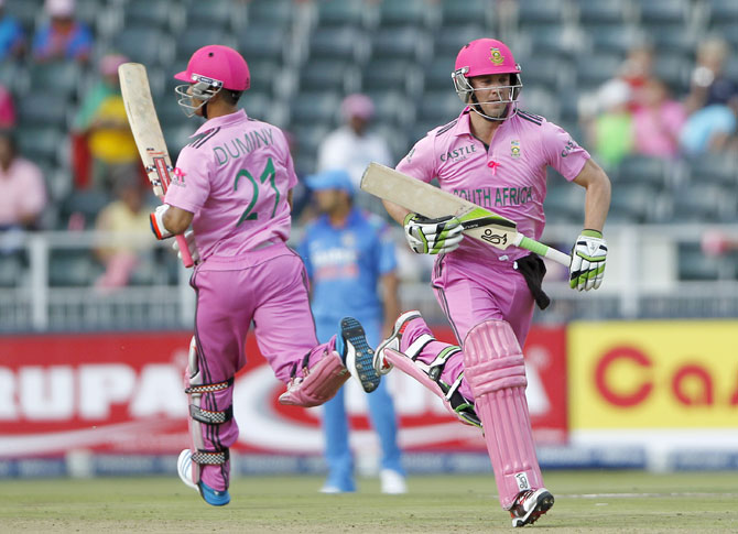 South Africa's captain AB de Villiers (right) makes a run with JP Duminy
