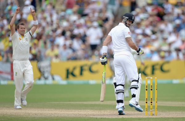 Peter Siddle celebrates after dismissing Kevin Pietersen