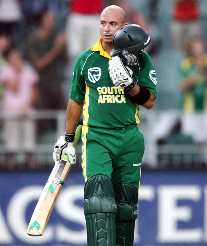 Herschelle Gibbs of South Africa celebrates his 100