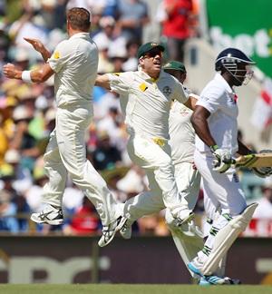 Australia wrest back control again in Perth
