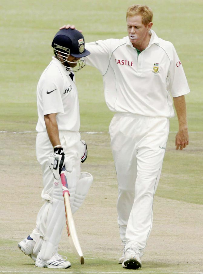 Shaun Pollock (right) chats to Sachin Tendulkar during the third Test at the Sahara Park Newlands Stadium in Cape Town, on January 3, 2007.