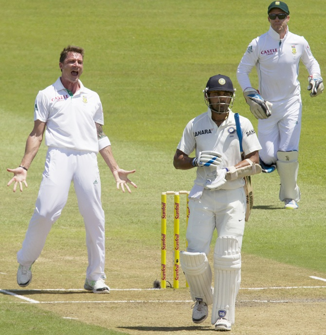 South Africa's Dale Steyn (front) and AB de Villiers (back) celebrate the wicket of India's Murali Vijay