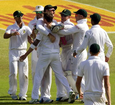 Steyn destroys India, SA in control after good start on Day 2