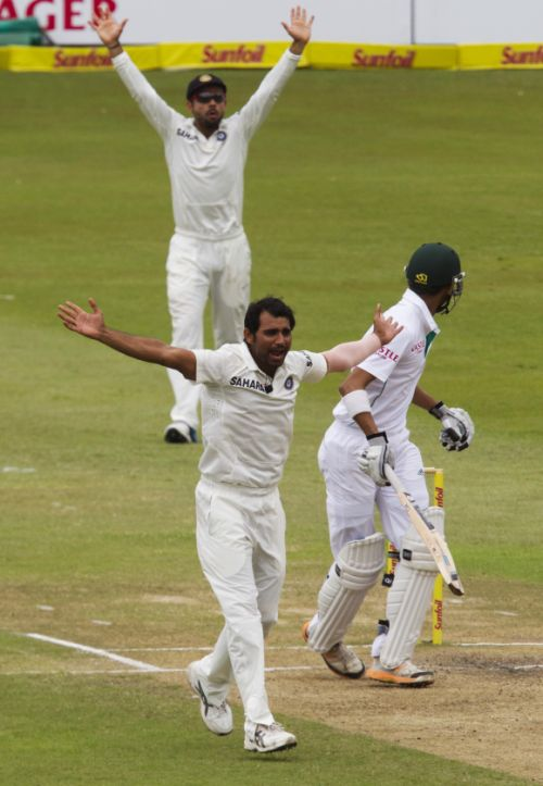 Mohammad Shami appeals unsuccesfully for the wicket of Robin Petersen