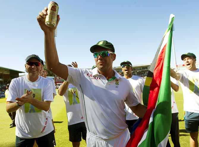 South Africa's Jacques Kallis takes a lap of honour