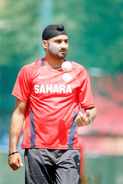 I am happy to be back in the Test squad: Harbhajan