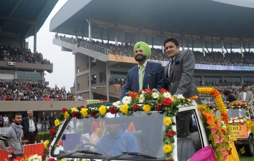 Anil Kumble and Navjot Singh Sidhu take a lap around the ground, they were felicitated on the occasion of 25years of cricket between India and Pakistan