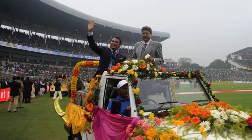 Sunil Gavaskar and Kapil Dev take a lap around the ground, they were felicitated on the occasion of 25years of cricket between India and Pakistan