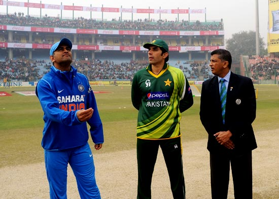 India captain Mahendra Singh Dhoni tosses the coin with Pakistan captain Misbah-ul-Haq and match referee Roshan Mahanama