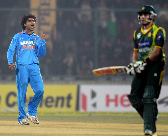 Ravindra Jadeja celebrates as Umar Akmal walks back