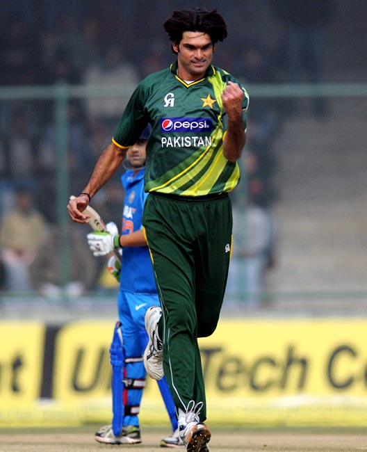 Mohammad Irfan celebrates after picking up the wicket of Ajinkya Rahane