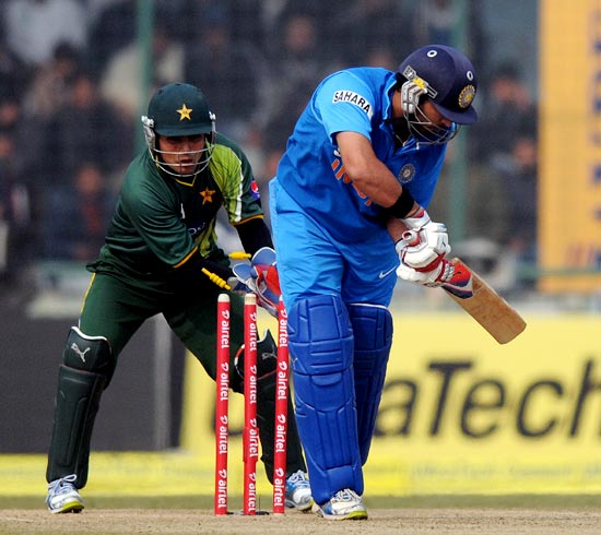 Yuvraj Singh is bowled by Mohammad Hafeez