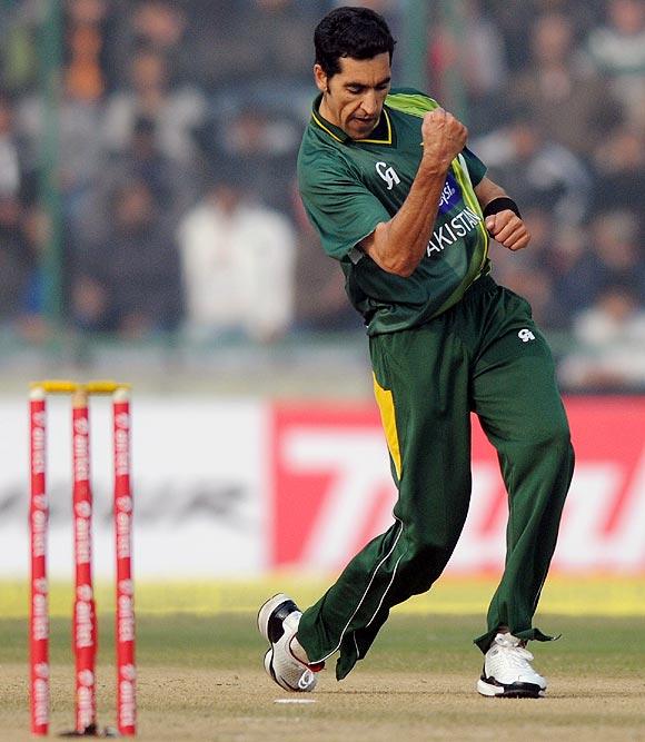 Umar Gul celebrates getting the wicket of Mahendra Singh Dhoni