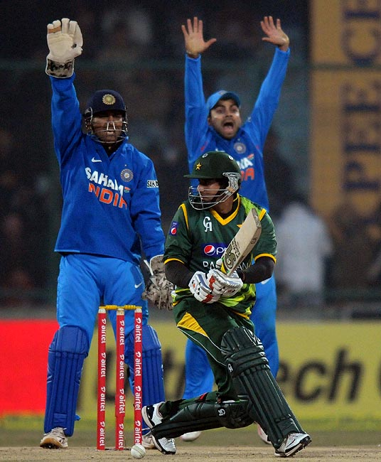 Mahendra Singh Dhoni and Virat Kohli appeal successfully for the wicket of Pakistan opener Nasir Jamshed