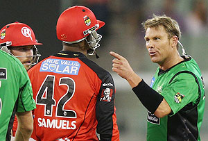 Shane Warne has a heated exchange with Marlon Samuels during their Big Bash league match on Sunday