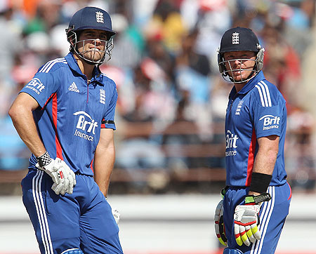 Dominant England set India 326 to win