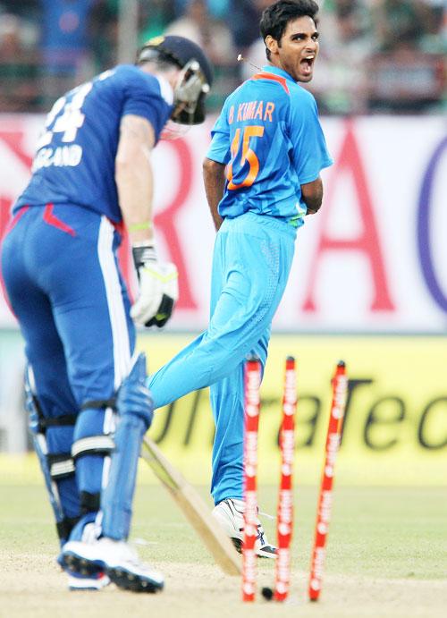 Bhuvneshwar Kumar celebrates the wicket of Kevin Pietersen