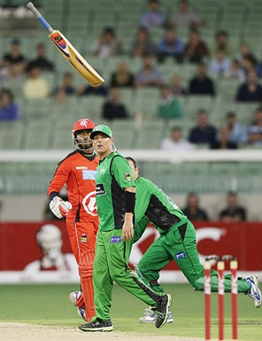 Marlon Samuels of the Melbourne Renegades throws his bat in front of Shane Warne of the Melbourne Stars