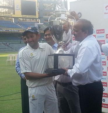 Ajit Agarkar lifts the Ranji Trophy