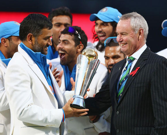 MS Dhoni receiving the ICC Champions Trophy