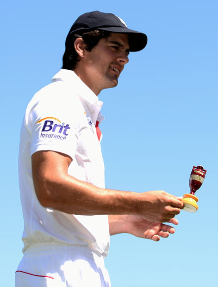 Alastair Cook holds the Ashes urn