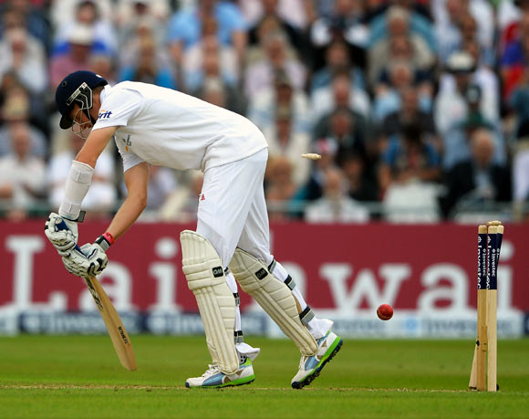 Joe Root is bowled by Peter Siddle