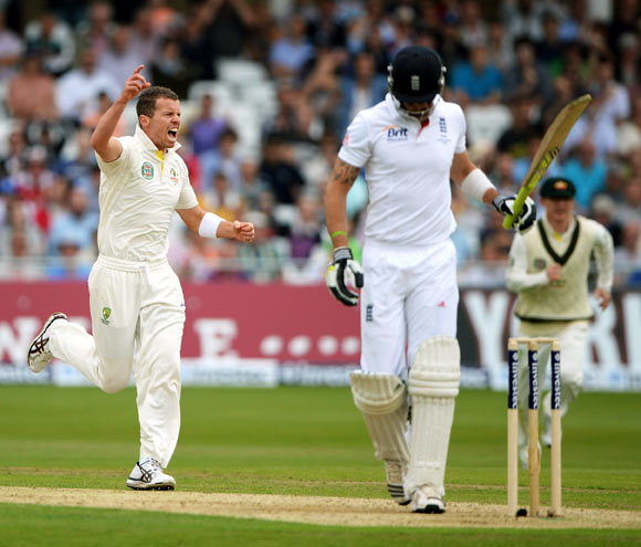 Peter Siddle celebrates after getting the wicket of Kevin Pietersen