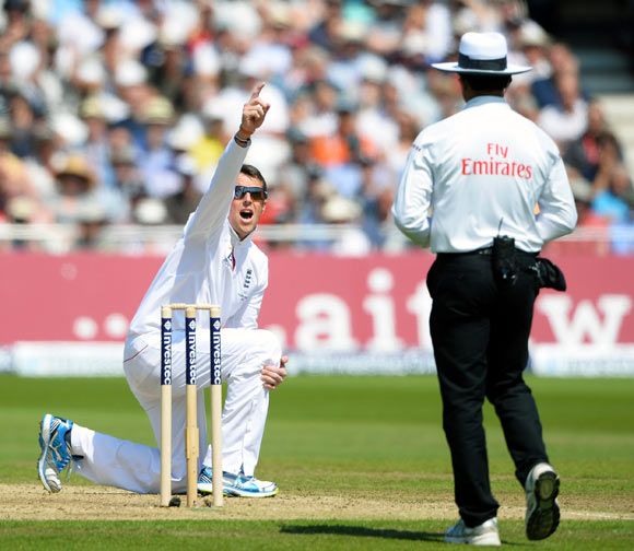 Graeme Swann appeals successfully for the wicket of James Pattinson