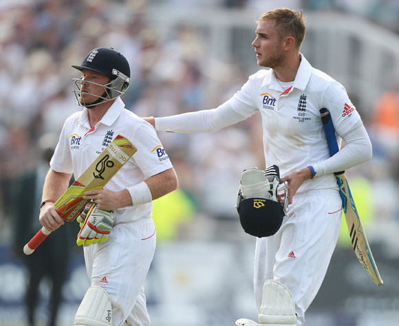 Ian Bell (left) and Stuart Broad of England walk off at the end of play
