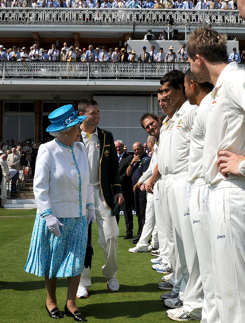 PHOTOS: Queen Elizabeth's day out at Lord's