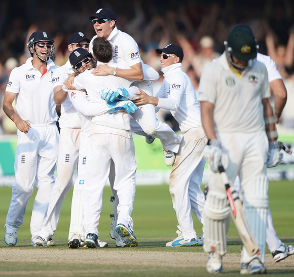 Graeme Swann is mobbed by teammates after taking the final wicket, of James Pattinson