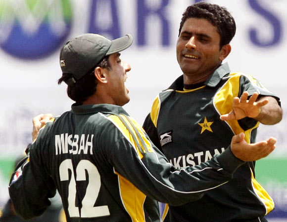 Abdul Razzaq (right) with Misbah-ul-Haq
