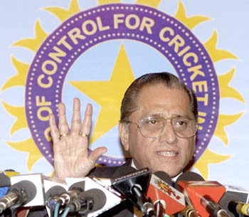 BCCI prez Dalmiya wants to win people's confidence