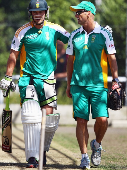 AB De Villiers talks with head coach Gary Kirsten