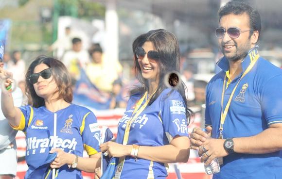 Shilpa Shetty (centre) with husband Raj Kundra (right) and sister Shamita Shetty