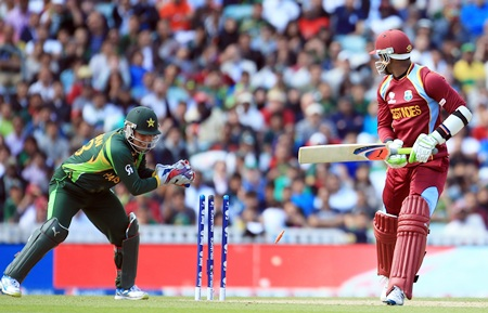 Marlon Samuels is stumped by Kamran Akmal