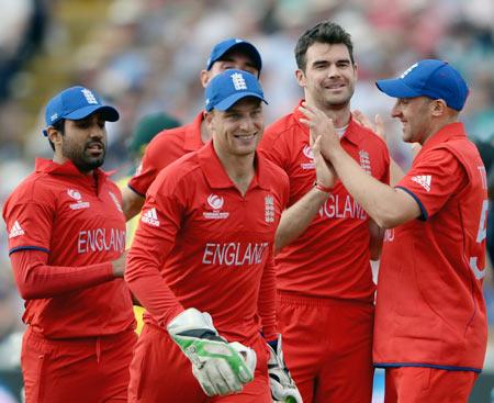 Bell, Anderson shine as England crush Australia