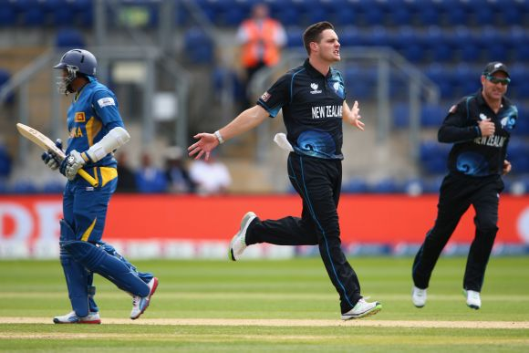 Mitchell McClenaghan (C) of New Zealand celebrates bowling Tilakarathne Dilshan (L)
