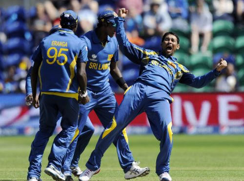 Sri Lanka's Tillakaratne Dilshan (R) celebrates after the dismissal of New Zealand's James Franklin during the ICC Champions Trophy group A cricket match at the Cardiff Wales Stadium