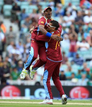 Sunil Narine is congratulated by Dwyane Bravo after he takes a wicket