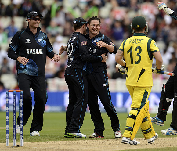 New Zealand's Nathan McCullum (3rd left) is congratulated after dismissing Australia's Matthew Wade (2nd right)